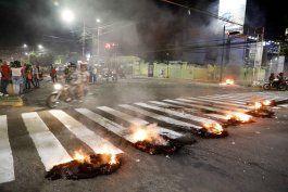 estalla violencia al exigir renuncia de presidente hondureno