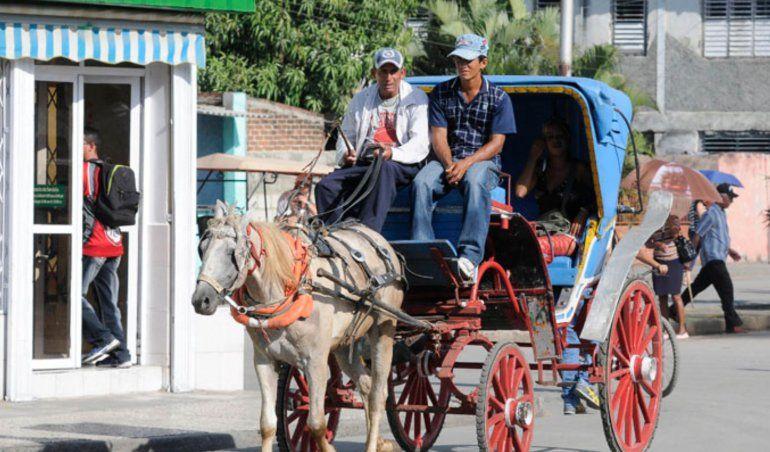 El régimen le dio otra estocada a la iniciativa privada en Cuba, al confiscar una decena de coches en Las Tunas