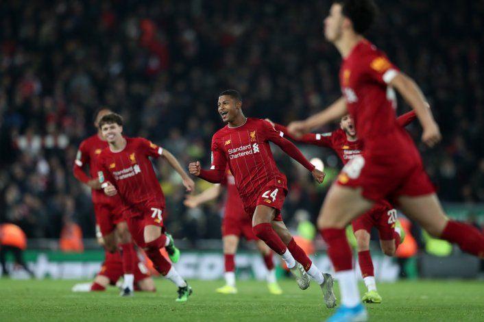 En penales, Liverpool elimina al Arsenal de la Copa de Liga
