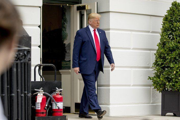 Asesor de Trump dimite antes de audiencia de juicio político