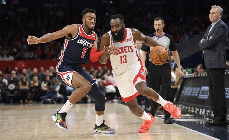 Harden anota 59 puntos y los Rockets vencen a los Wizards