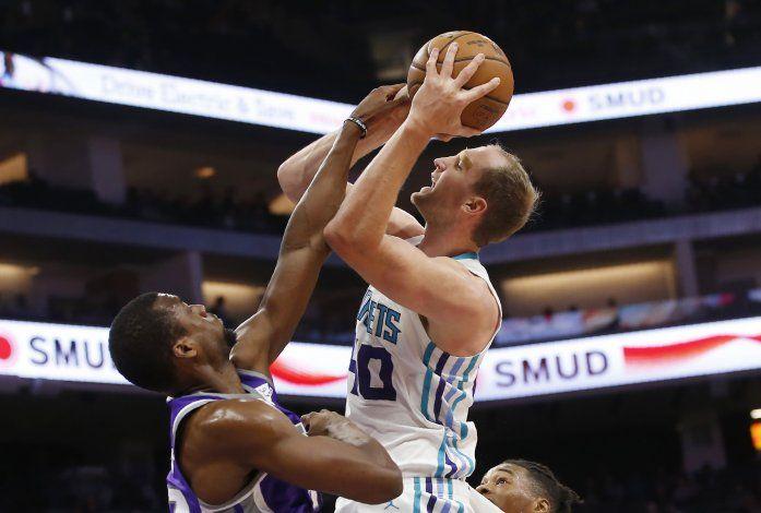 Hornets vencen 118-111 a Sacramento, que no ha podido ganar