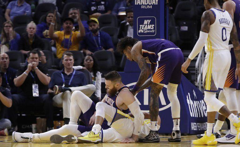 Curry se fractura mano; Warriors son aplastados de nuevo
