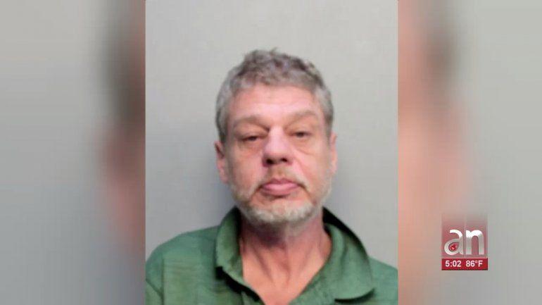 Hombre asesina a su esposa y luego se atrinchera en su casa de Miami Beach