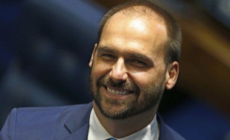 Hijo de Bolsonaro sugiere método dictatorial contra protesta