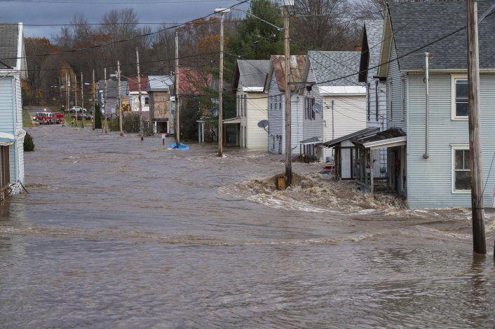 2 muertos y miles sin electricidad por tormentas en EEUU