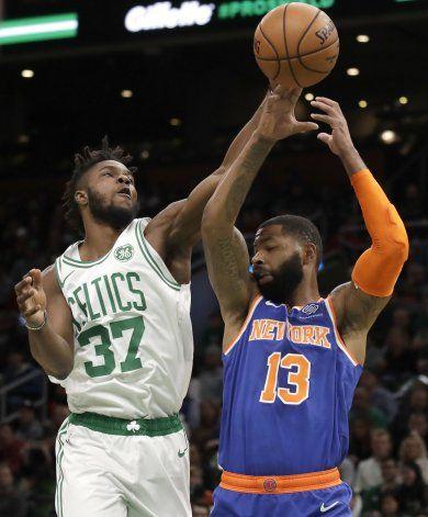 Con canasta de Tatum, Celtics ganan 104-102 a Knicks