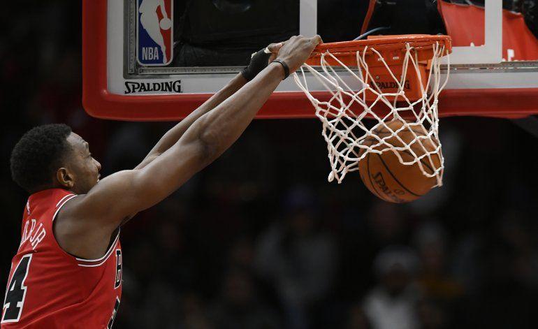 LaVine anota 26 y Bulls ganan 112-106 a Bulls