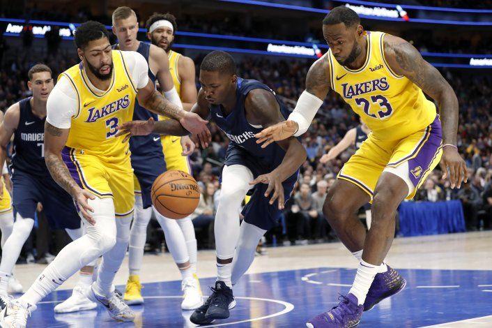 Lakers vence a Mavericks; Davis anota 31