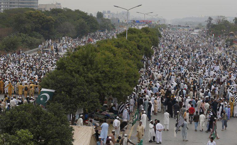 Islamistas exigen renuncia del primer ministro de Pakistán