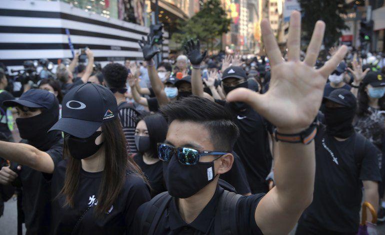 En medio de caos en Hong Kong, atacan agencia de noticias