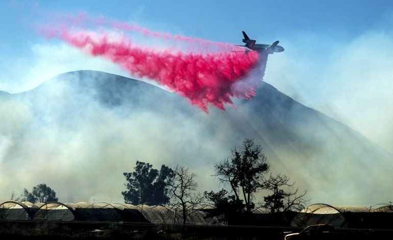 Bomberos progresan en combatir incendio en sur de California