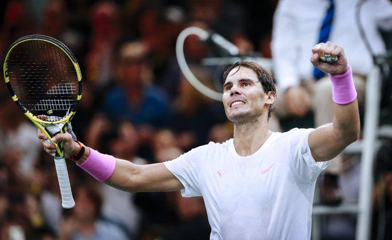 Djokovic alcanza la final en París; Nadal se lesiona