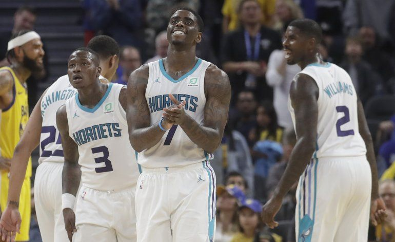 Rozier y Hornets se imponen a Warriors