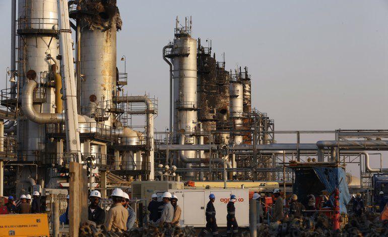 Arabia Saudí anuncia salida a bolsa de su petrolera estatal