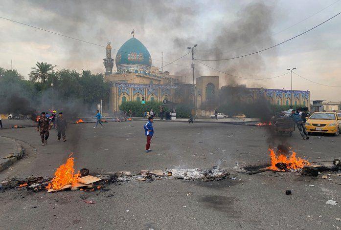 Irak: Manifestantes atacan consulado de Irán en Karbala
