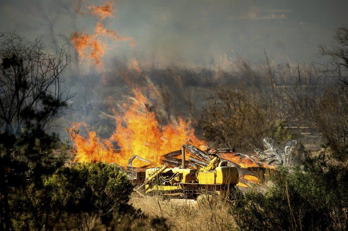 Trump amenaza recortar fondos para incendios en California