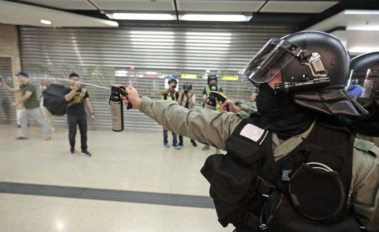 Dispersan protestas en centros comerciales de Hong Kong