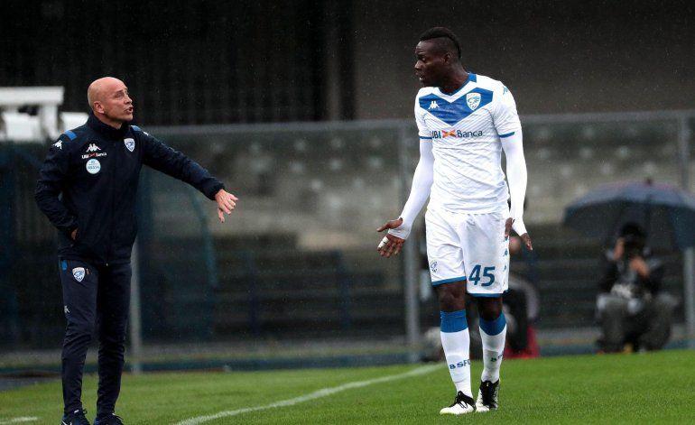 Balotelli amenaza con dejar partido ante insultos racistas