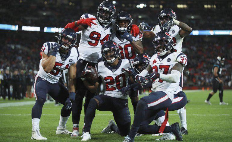 Watson lidera a Texans en triunfo sobre Jaguars en Londres