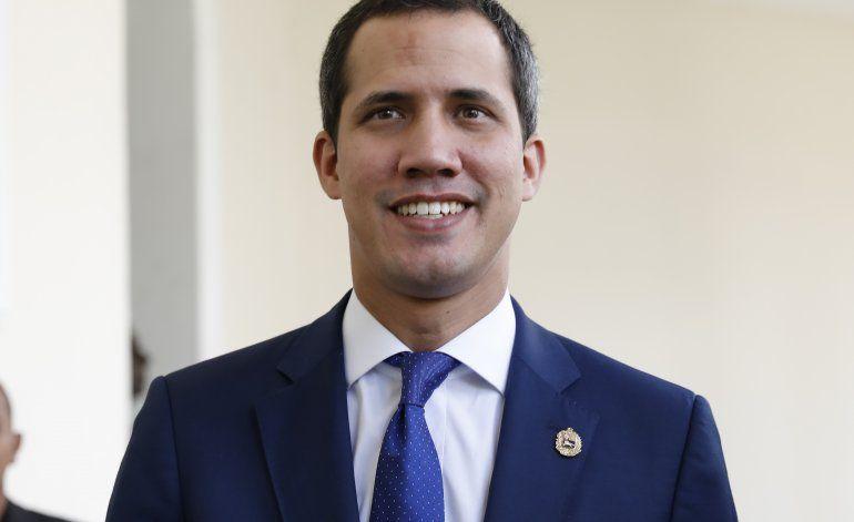 Venezuela y El Salvador expulsan diplomáticos