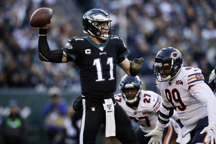 Wentz y Howard lideran ataque de Eagles ante Bears