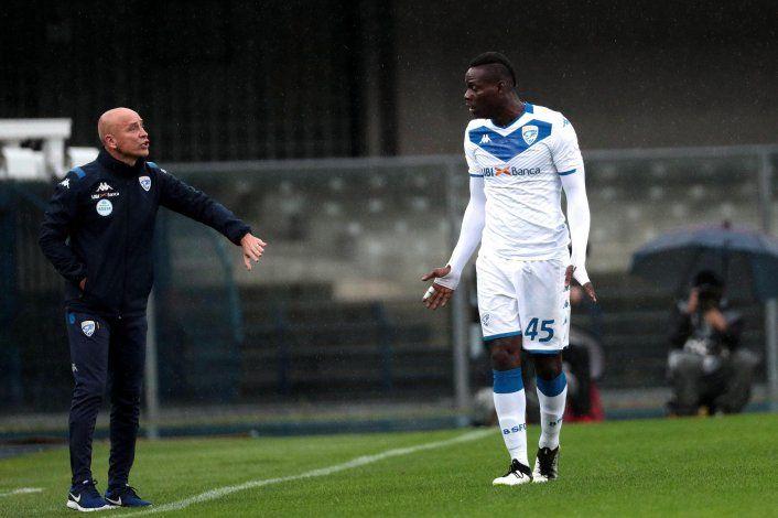 Balotelli reprocha a hinchas por racismo