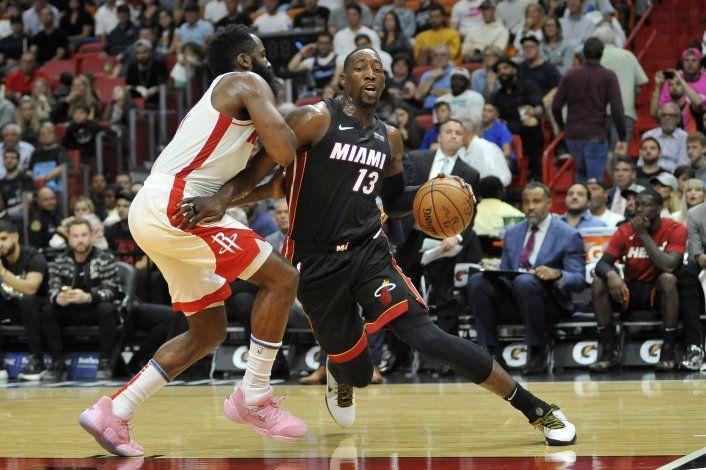 Heat toma ventaja temprana y vapulea a Rockets