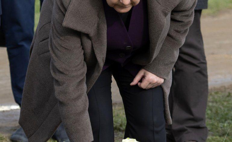Merkel rinde homenaje a personas asesinadas por neonazis