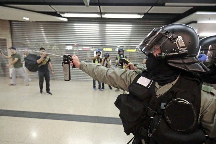 Detienen en Hong Kong a hombre que apuñaló a personas