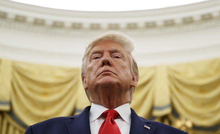 Trump insiste en que denunciante debe declarar ante Congreso