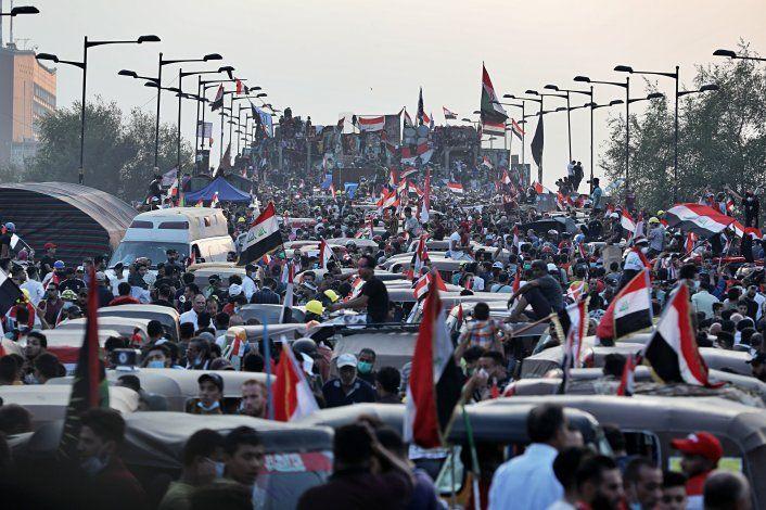 Manifestantes chocan con fuerzas de seguridad en Irak