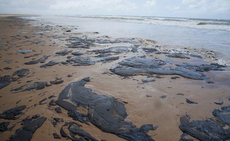Brasil no sabe cuánto más crudo llegará a sus playas