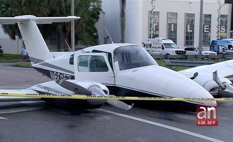 Una avioneta aterrizó de emergencia en una transitada calle del Doral