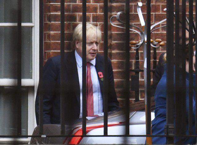 Partidos británicos prometen fin de las disputas del Brexit