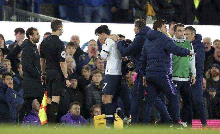 Retiran tarjeta roja a Son tras grave lesión de Gomes