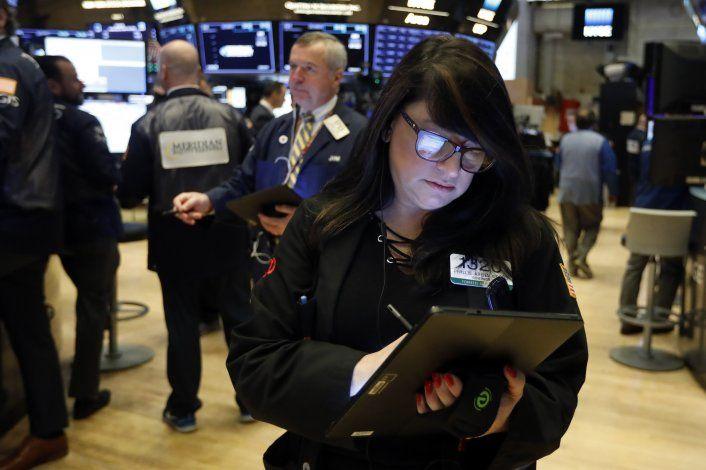 Wall Street cierra mixta, pero Dow y Nasdaq marcan récords