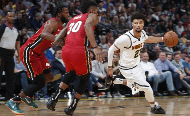 Murray anota 21; Nuggets doblegan a Heat