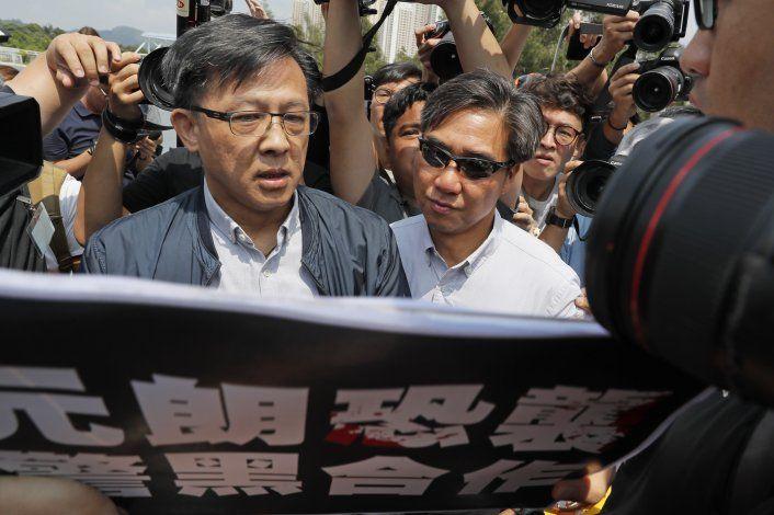 Apuñalan a un legislador proBeijing en Hong Kong