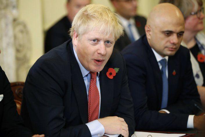 Johnson compara a rival con Stalin antes de las elecciones