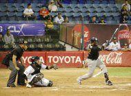 en medio de la crisis, el beisbol venezolano persevera