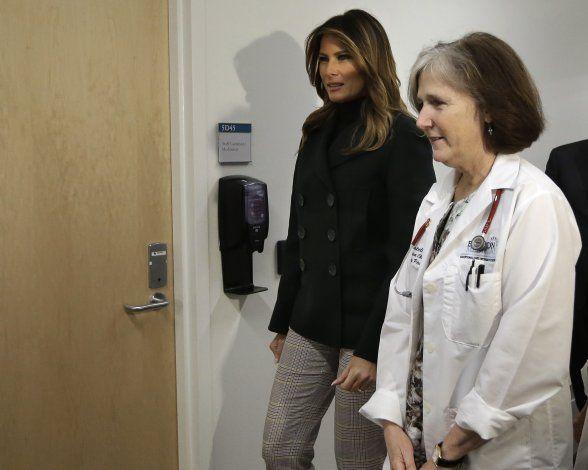 Melania Trump va a centro para bebés dependientes en Boston
