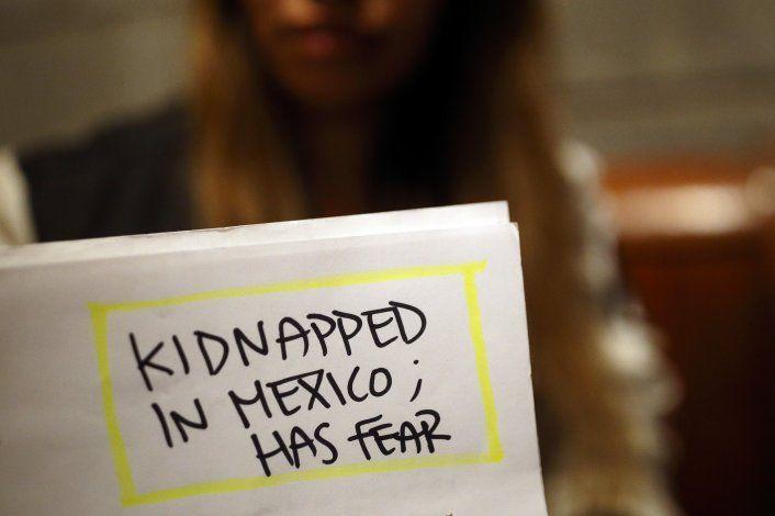 Tras ataque en México, programa de asilo bajo la lupa