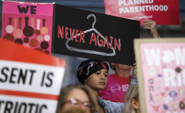 Juez rechaza nueva regla de Trump de objeción de conciencia
