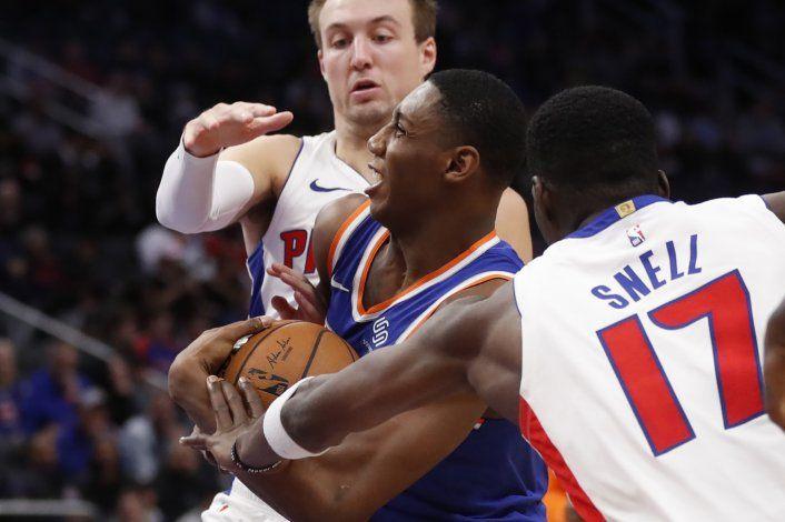 Snell anota 24 puntos y los Pistons aplastan a los Knicks