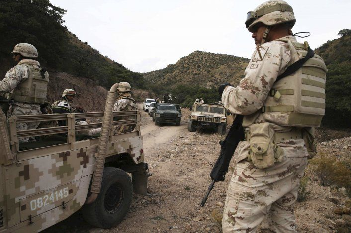 Entierran a 3 de los 9 estadounidenses muertos en México