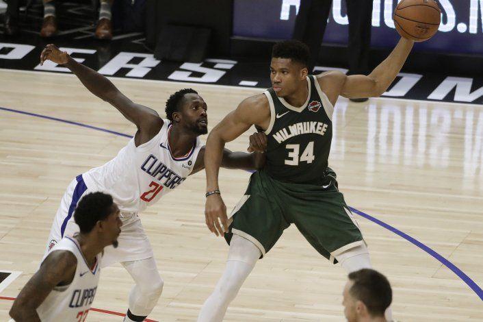 Bucks aguantan ante Clippers para encadenar su 4to triunfo
