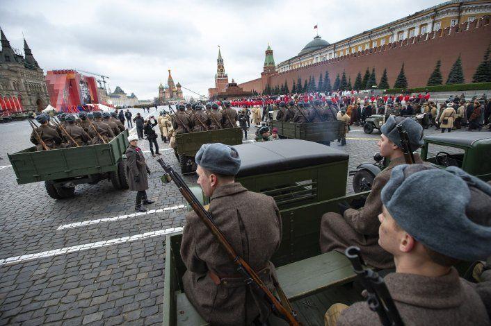 Rusia recrea legendario desfile de la IIGM en Moscú
