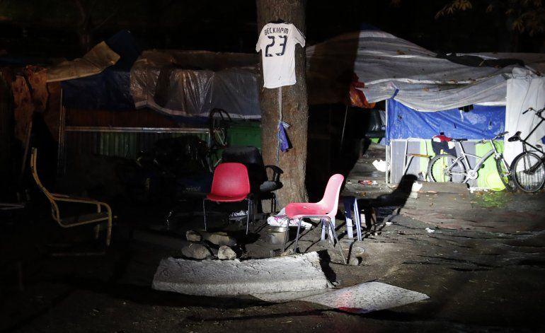 Policía francesa desmantela campos de migrantes improvisados