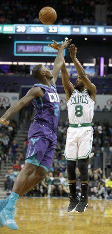 Celtics vence a Hornets en regreso de Walker a Charlotte